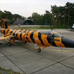 10WINF090909082 ROLL OUT FA 87 TIGER